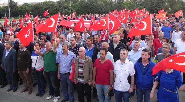 BAYRAĞIMIZA YAPILAN HAİN SALDIRIYI BÜTÜN YURTTA PROTESTO ETTİK