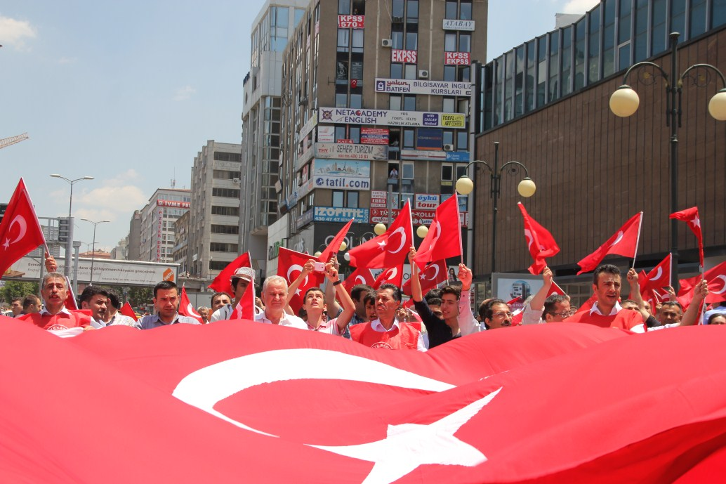 BAYRAĞIMIZI İNDİREN HAİNLERİ ANKARA'DA PROTESTO ETTİK