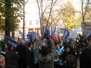 TAPU VE KADASTRO TEŞKİLAT YASASI PROTESTO EDİLDİ.
