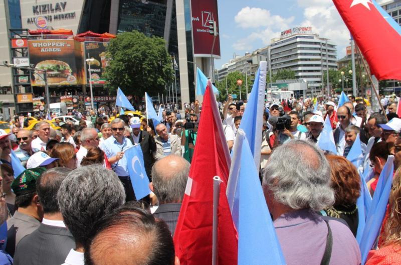 DOĞU TÜRKİSTAN'DA YAŞANAN ÇİN ZULMÜNÜ PROTESTO ETTİK