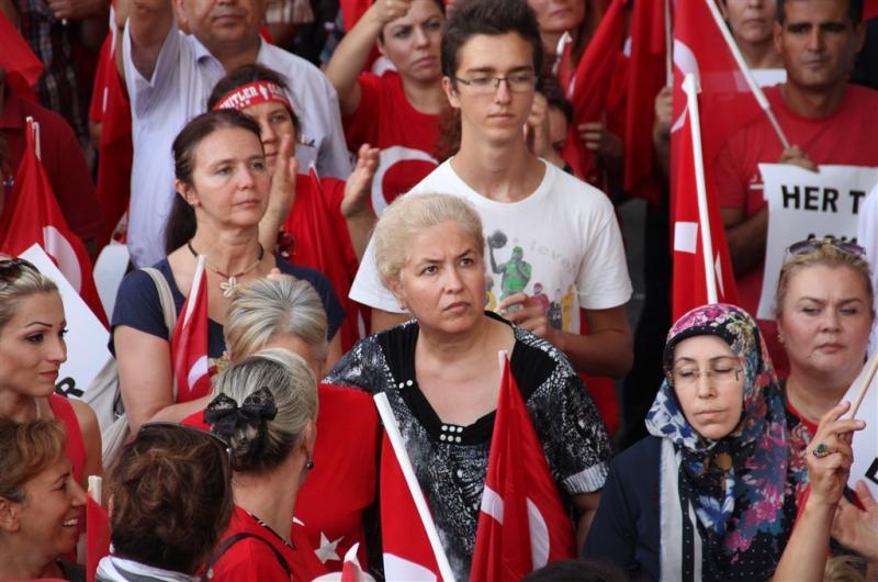 """STK'LARDAN """"TERÖRE HAYIR, KARDEŞLİĞE EVET"""" MİTİNGİ"""
