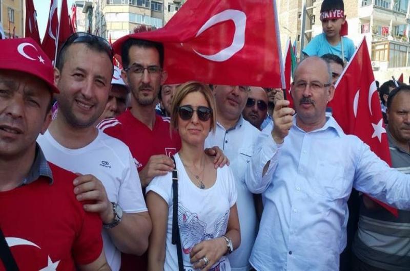 DEMOKRASİ VE ŞEHİTLER MİTİNGİNE KATILDIK