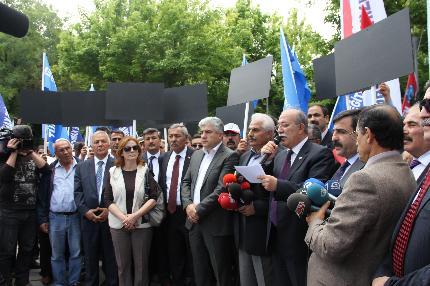 TOPLU SÖZLEŞME TİYATROSU FİYASKOYLA SONA ERDİ.