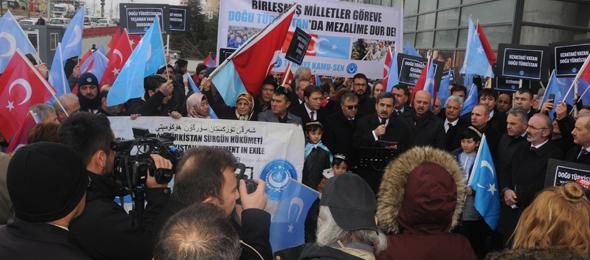 BM GÖREVE, DOĞU TÜRKİSTAN'DA MEZALİME DUR DE!